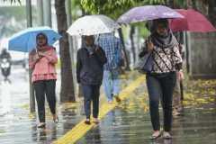BMKG keluarkan peringatan hujan angin di tiga wilayah DKI